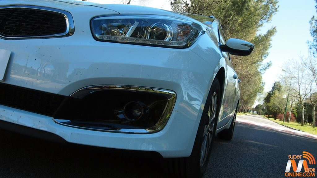 Al volante del Kia Ceed SportsWagon Tech 2016 61-spm