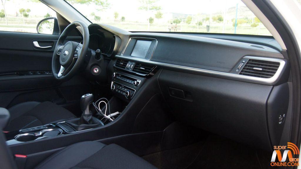 Al volante del Kia Optima 2016 15-spm
