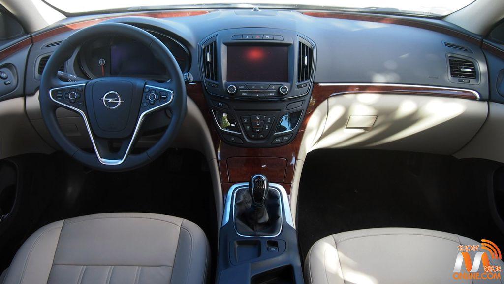 Al volante del Opel Insignia Sports Tourer 18-spm