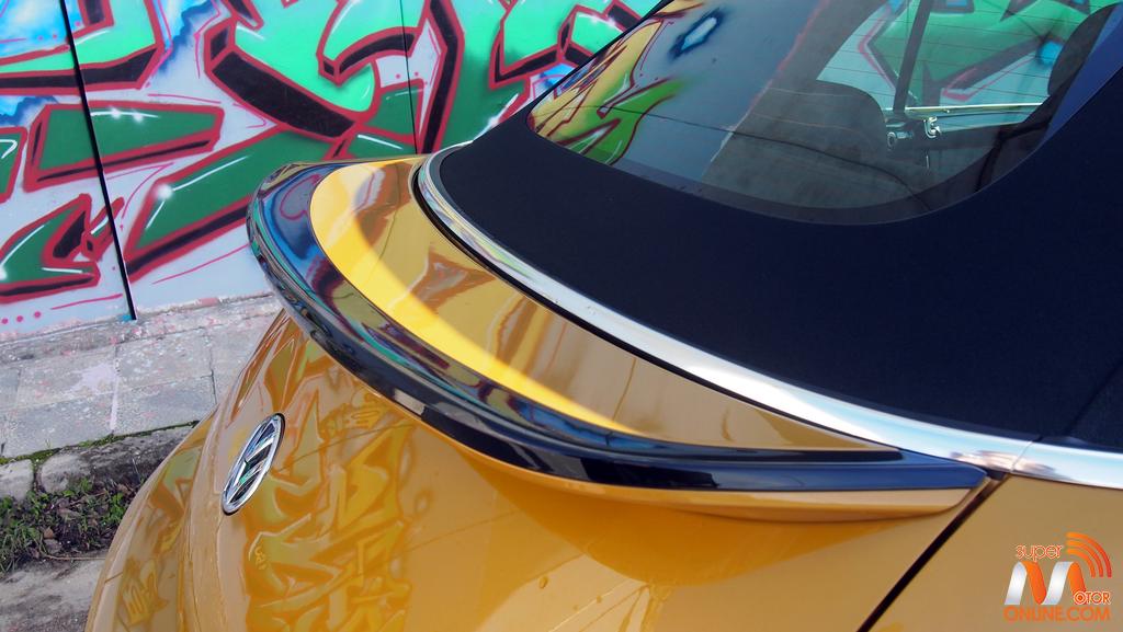 Al volante del Volkswagen Beetle Dune Cabrio 2016