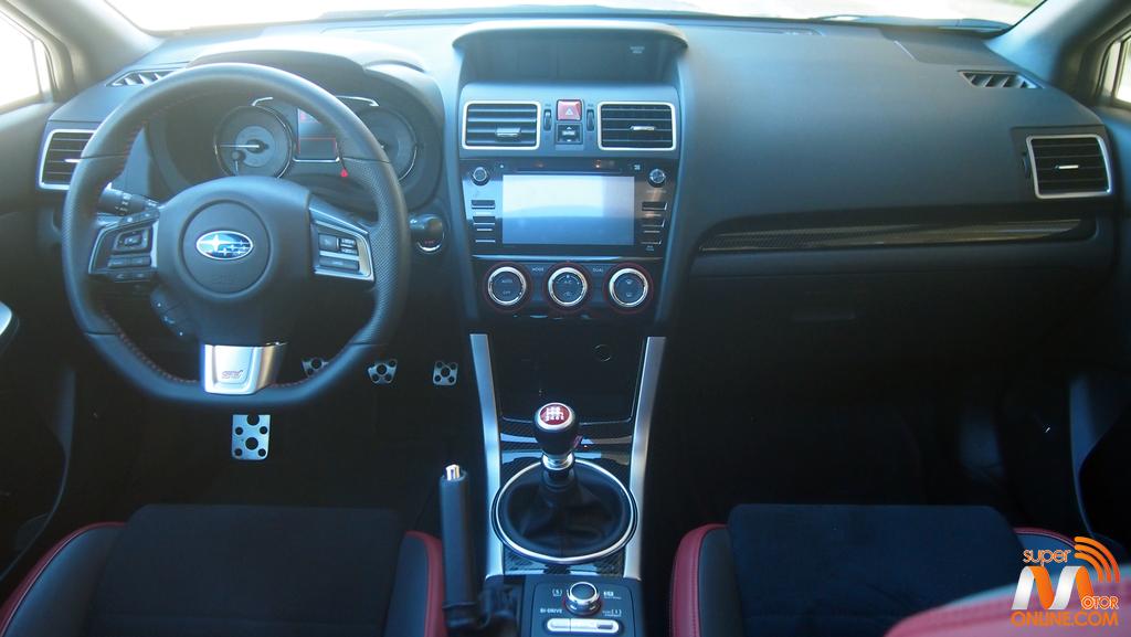 Al volante del Subaru WRX STi 2017